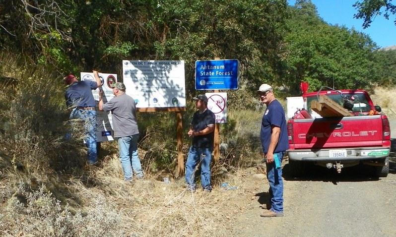 Photos: National Public Lands Day Volunteer Work in Yakima County 23