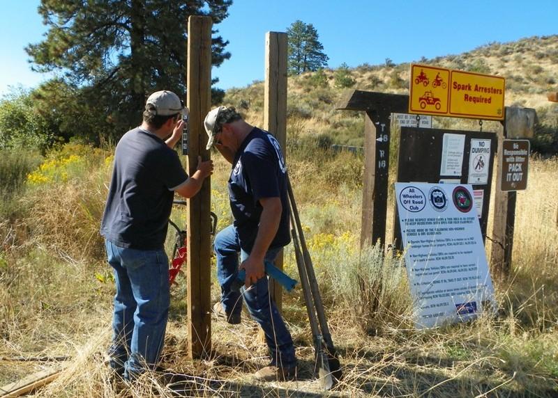 Photos: National Public Lands Day Volunteer Work in Yakima County 31
