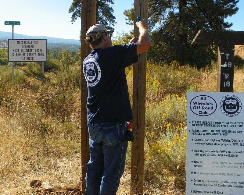 Photos: National Public Lands Day Volunteer Work in Yakima County 34