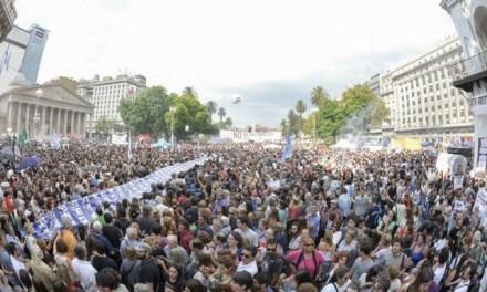 """""""40° aniversario del golpe de Estado: la primera gran marcha opositora"""" (Por Bárbara Ester)"""