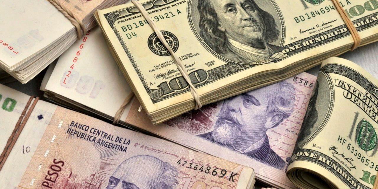 El segundo y el tercer puesto fueron para el peso argentino y el rand sudafricano con ganancias de y por ciento, en cada caso. En la jornada se registró una fuerte volatilidad, aunque predominando un sesgo negativo para la moneda mexicana.