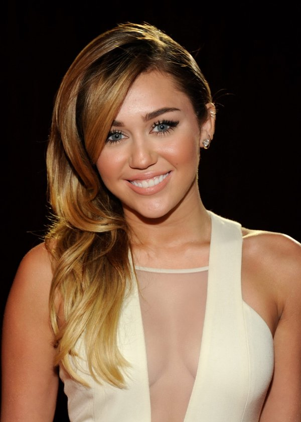 Miley Cyrus Showing Cleavage 2012 People' Choice