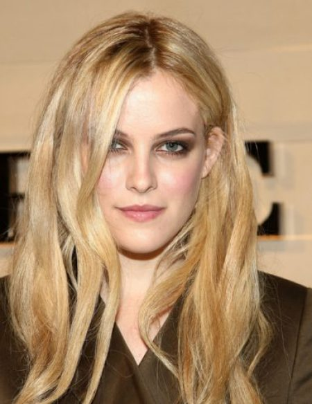 Riley Keough Bra Size, Wiki, Hot Images
