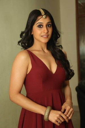 Regina Cassandra height and weight