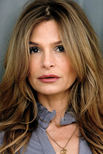 Kyra Sedgwick height and weight 2016
