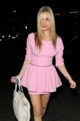 Laura Whitmore Bra Size, Wiki, Hot Images