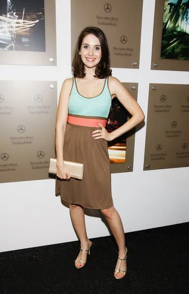 Alison Brie height and weight