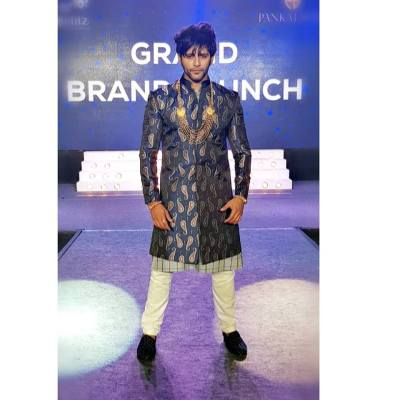 Karanvir Bohra height and weight 2017