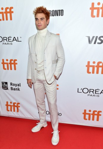 KJ Apa Height, Weight, Age, Biceps Size, Body Stats