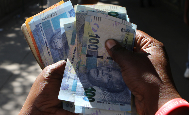 Zimbabwe told to use the South African Rand as official currency