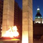 Rosario 4 – Anıtlar: Savaşta ölenleri saran Arjantin bayrağı