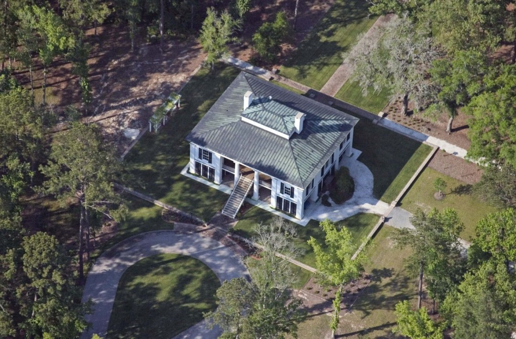 Ben Affleck is holed up at his plantation-style house on Hampton Island, Georgia as Jennifer Garner reportedly refuses to speak to him about anything other than their children