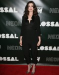 Anne Hathaway in Vivienne Westwood al prima colossale del `: stordimento?