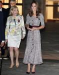 Duchessa di Cambridge lascia il centro di fotografia V & A