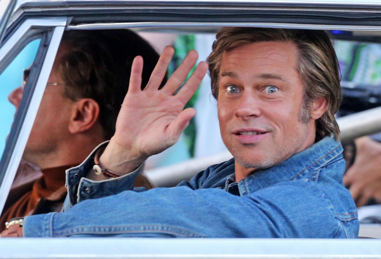 Brad Pitt e Leonardo DiCaprio tornano in auto sul set di 'C'era una volta a Hollywood'