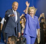 """Joe Biden sostiene Hillary Clinton agli elettori della classe operaia: """"Lo capisce"""""""