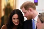 Il principe Harry, il duca di Sussex e Meghan, la duchessa di Sussex, reagiscono durante la loro visita a Canada House, grazie alla calorosa ospitalità e al sostegno canadesi ricevuti durante il loro recente soggiorno in Canada, a Londra, il 7 gennaio 2020.