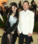 "Grimes ed Elon Musk al Costume Institute Benefit al Metropolit Museum of Art all'inaugurazione di ""Heavenly Bodies: Fashion and the Catholic Imagination"" a New York City"
