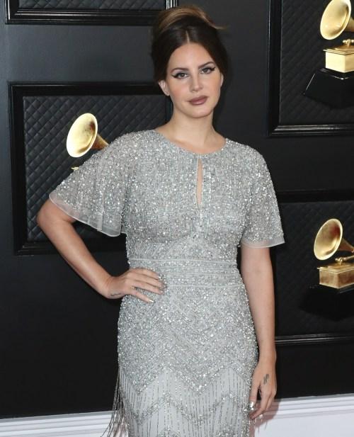 Lana Del Rey arriva alla 62a edizione del GRAMMY Awards annuale tenutosi allo Staples Center il 26 gennaio 2020 a Los Angeles, California, Stati Uniti.
