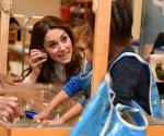 La Duchessa di Cambridge porta il suo famoso punto di riferimento a Londra durante una visita a colazione al LEYF (London Early Years Foundation) presso la Stockwell Gardens Nursery & Pre-school.