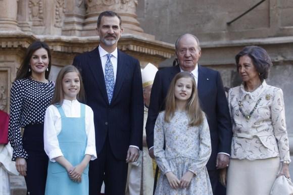 I reali spagnoli partecipano alla messa di Pasqua a Palma di Maiorca