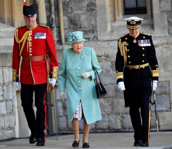 La regina partecipa a una cerimonia per celebrare il suo compleanno ufficiale