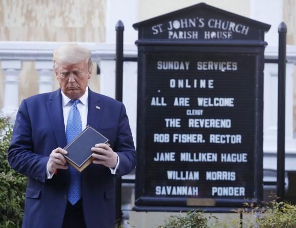 Trump visita la chiesa di San Giovanni