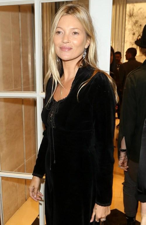 Kate Moss supporta il fidanzato Nikolai Von Bismark nel suo nuovo libro con Dior