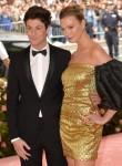 Karlie Kloss, Josh Kushner presso gli arrivi f ...
