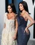 Kim Kardashian West e Kylie Jenner arrivano al Vanity Fair Oscar Party del 2020 che si tiene al Wallis A ...