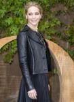 Jennifer Lawrence partecipa alla sfilata Christian Dior Womenswear Primavera / Estate 2020