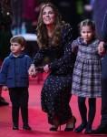 La famiglia Cambridge partecipa a uno spettacolo speciale di pantomima natalizia al Palladium Theatre di Londra
