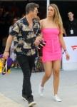 Robin Thicke e April Love Geary partecipano a una festa pre-Super Bowl a Miami