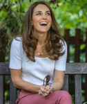 Catherine, duchessa di Cambridge, ascolta da famiglie e organizzazioni chiave i modi in cui il sostegno tra pari può aiutare a rafforzare il benessere dei genitori mentre trascorre la giornata imparando l'importanza delle iniziative alimentate dai genitori