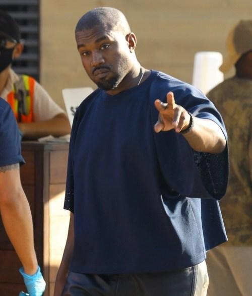 Kanye West pranza da Nobu con gli amici