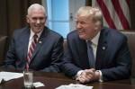 Il presidente Donald Trump partecipa a una tavola rotonda sull'istruzione nella Cabinet Room della Casa Bianca
