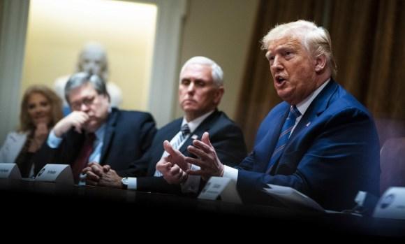 Trump partecipa a una tavola rotonda sui cittadini anziani