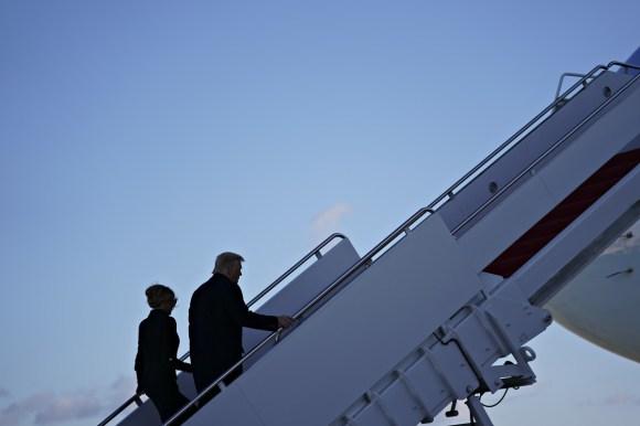 Il presidente Trump tiene la cerimonia di partenza prima del viaggio in Florida