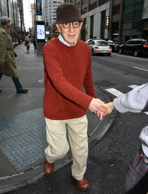 Woody Allen e Soon-Yi Previn vengono avvistati per una passeggiata vicino a Bloomingdales a New York