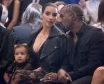 Kim Kardashian chiede il divorzio da Kanye West mentre cerca l'affidamento congiunto dei loro quattro figli ** FILE FOTO **