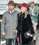 Peter Phillips e sua moglie Autumn Phillips arrivano per il giorno della Gold Cup, The Festival at Cheltenham Racecourse 2019, Cheltenham Glos
