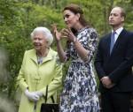 """Sua Altezza Reale la Regina in visita viene mostrata intorno a """"Ritorno alla Natura"""" dal Duca e dalla Duchessa di Cambridge"""