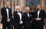 Il principe Carlo, Sua Altezza Reale il Principe William e Sua Altezza Reale il Principe Harry con Sir
