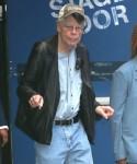 Stephen King si diverte con i fotografi al GMA