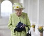 Sua Maestà la Regina durante la sua visita alla Memoria della Royal Australian Air Force