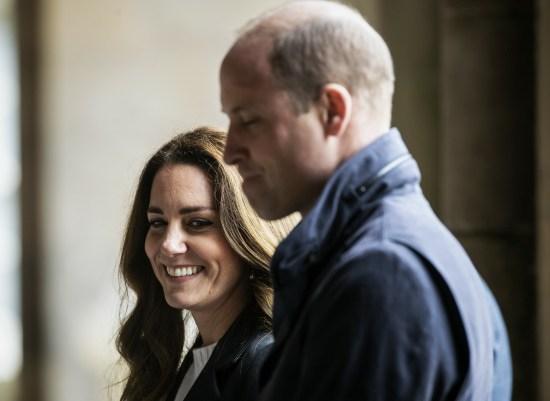 La britannica Catherine, duchessa di Cambridge e il principe William, duca di Cambridge visitano l'Università di St Andrews a St Andrews il 26 maggio 2021.