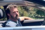 Ben Affleck sembra felice e stanco di lasciare la casa di Los Angeles di Jennifer Lopez