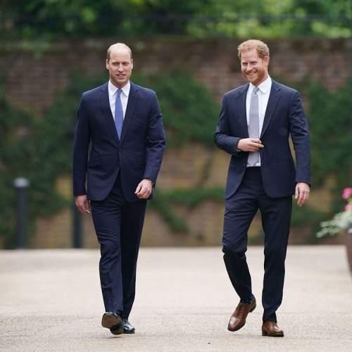William e Harry che camminano