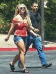 Britney Spears nella foto mentre fa shopping all'Oaks Mall