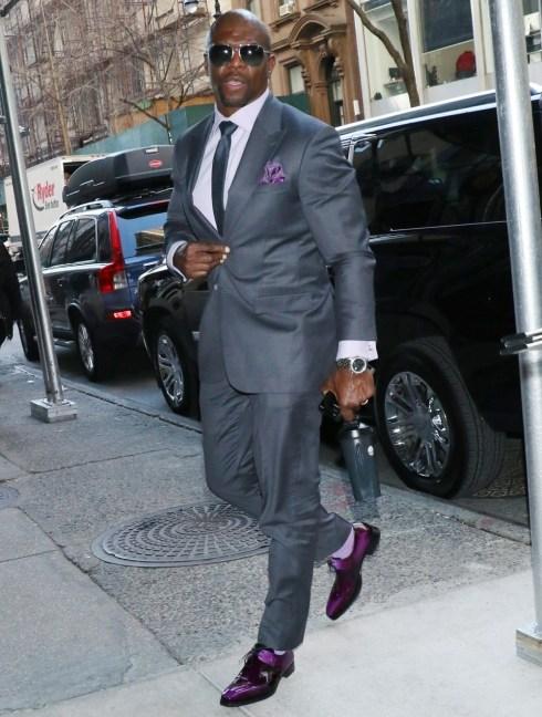 Terry Crews a Buzzfeed sembra elegante e indossa scarpe fantasiose!